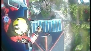 فيديو مثير.. هكذا تم إنقاذ زوجين مسنين جرفت السيول منزلهما