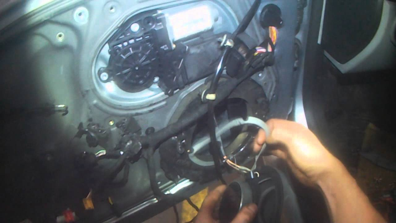 VW A4: Beetle Cabrio door lock actuator removal - YouTube
