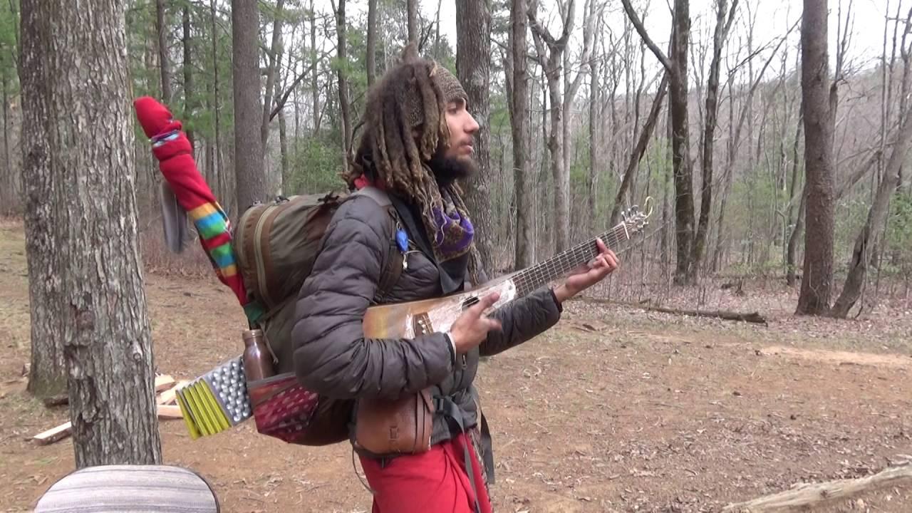 Sommige mensen slepen zelfs gitaren mee