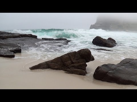 30 min relaxing ocean waves - high quality sound - no music - HD video of a beautiful misty beach