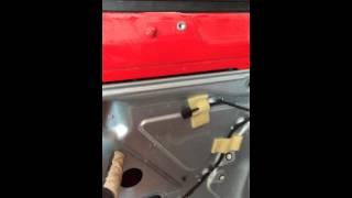 Снятие центрального замка т5 водительская дверь(Как снять обшивку на фольксваген транспортер т5, как снять центральный замок водительской двери с фольксва..., 2015-05-11T14:51:11.000Z)
