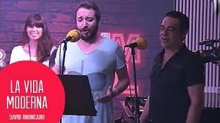 La banda de Late Motiv canta el ipno de Moderdonia #LaVidaModerna