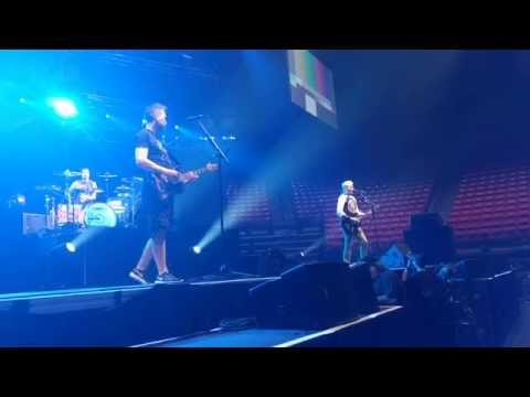 blink-182 Sound Check (She's Out of Her Mind)