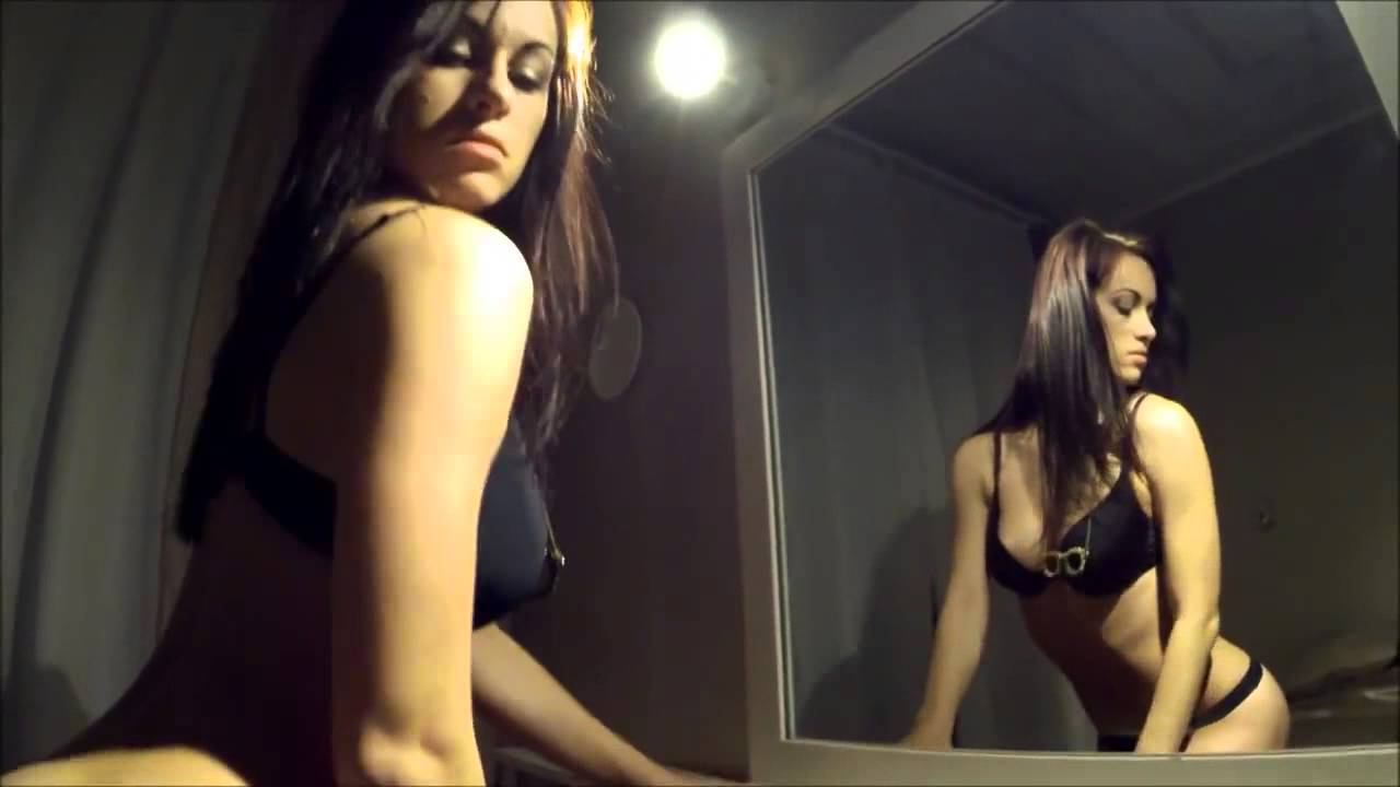 Naked hot lady in the mirror — 7