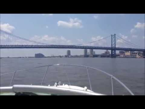 boat cruising on Delaware river  Philadelphia  2007 Bayliner 245 SB