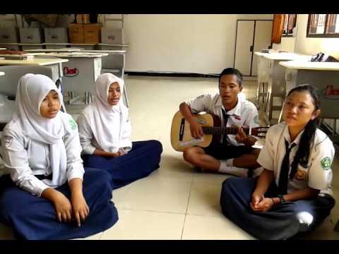 Musikalisasi Puisi Dimanakah Matahariku Oleh Siswa Kelas IX SMP 04 BEST AGRO INTERNATIONAL