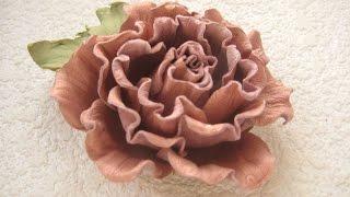Смотреть видео Декоративные цветы из бумаги, ткани, кожи, меха, бисера