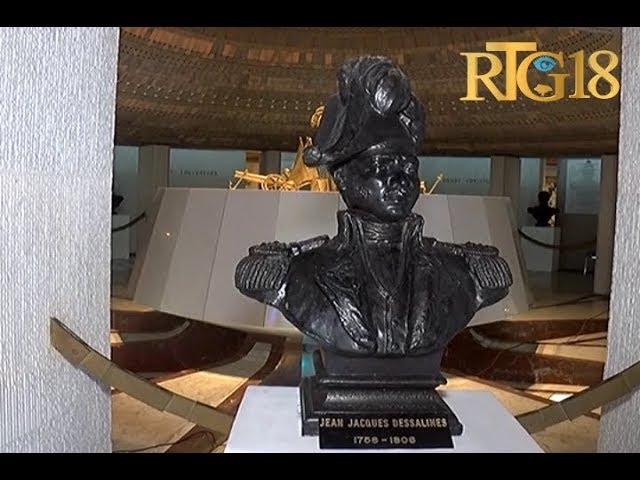 Le Président Jovenel Moïse dépose une gerbe de fleurs aux pieds  du monument Jn-Jacques Dessalines