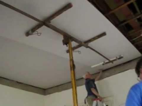 plastering-how-to-install-an-ornate-plaster-ceiling-part-4-www.hprs.net