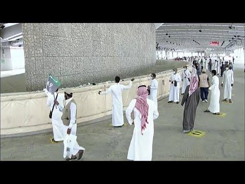 شاهد: حجاج بيت الله الحرام يرمون الجمرات ويغادرون منى للمسجد الحرام لأداء طواف الوداع…  - نشر قبل 10 ساعة