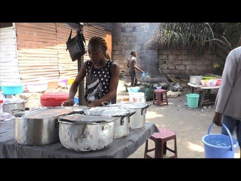 RDC: les malewa, des gargotes de rue, font recette à Kinshasa