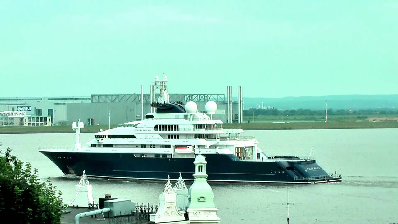 Megayacht Octopus Passes Blankenese Approaching Hamburg Youtube