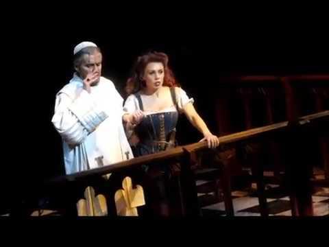 Frollo & Esmeralda im Glockenturm von Notre Dame