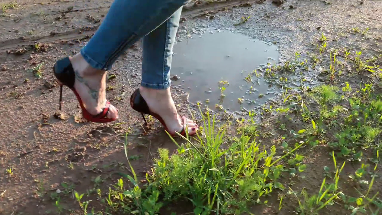 scene 016 Wet and muddy high heels shoes