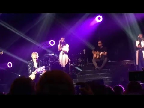 Jessie J - Who You Are (Backing vocals, audience and speech), Live at HMH Amsterdam