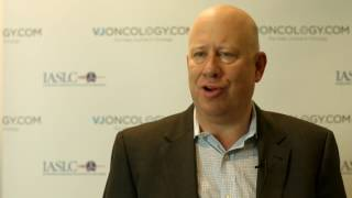 How do side effects from immunotherapy differ from side effects from chemotherapy in lung cancer?