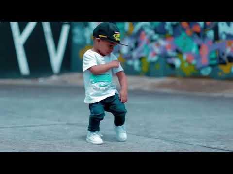 La danse la plus belle d'un petit enfant