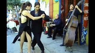 Аргентинское Танго в Баре Буэнос - Айреса, Аргентины в 2011 году.