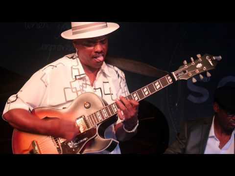 Nick Colionne performing