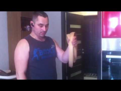 Как крепить пластиковый напольный плинтус - YouTube