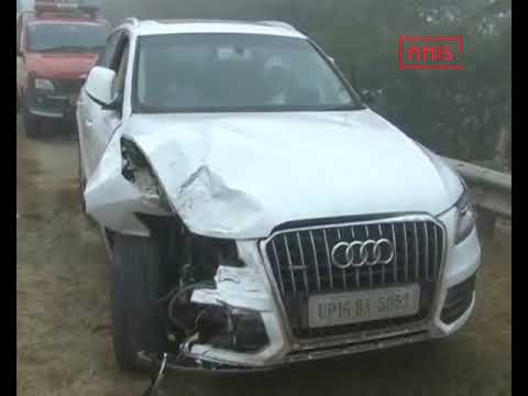 12 Vehicles Pile Up In An Accident On Yamuna Expressway Due To Smog