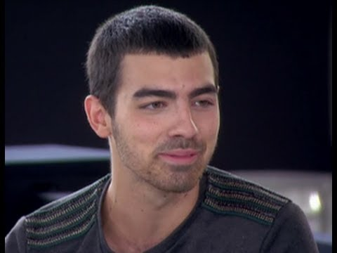 Joe Jonas Jokes About Dumping Taylor Swift