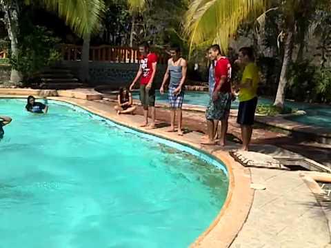 En la alberca con mis amigos huetamo youtube for Alberca 8 de julio