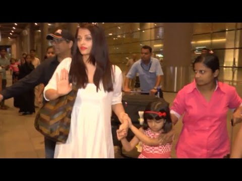 Aishwarya Rai Bachchan PROTECTS SCARED Aaradhya Bachchan | WATCH VIDEO