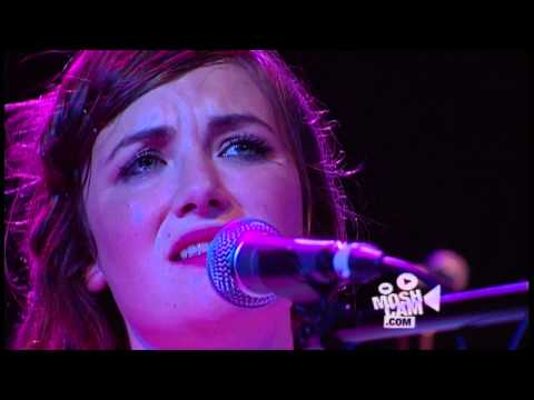 Angus & Julia Stone - Chocolates And Cigarettes (Live In Sydney) | Moshcam