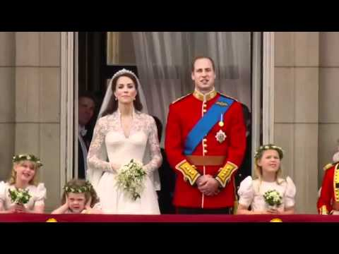 Prince William And Kate Kiss On The Balcony The Royal Wedding 14 14