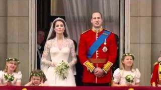 Prince William and Kate Kiss on the Balcony - The Royal Wedding (14/14)