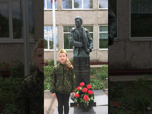Изображение предпросмотра прочтения – ЕкатеринаЛевченко читает произведение «Тот самый длинный день в году» К.М.Симонова