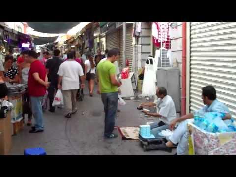 Street market in Izmir (Turkey)