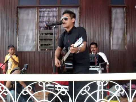Lagu Untukmu live solo acoustic by Azlan