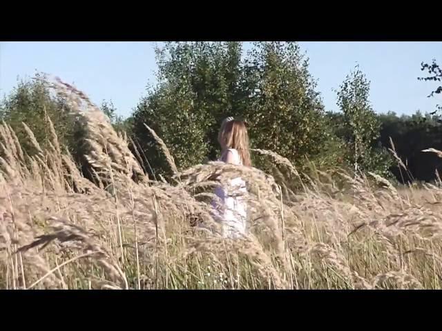 Изображение предпросмотра прочтения – АнастасияКартузова читает произведение «Полевые цветы» И.А.Бунина