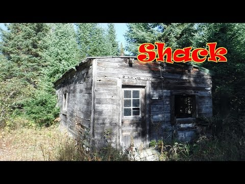 BS Hike found Hunting Shack in Swamp Thunder Bay Ontario