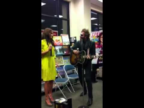 Nikki Reed & Paul McDonald : she's an amazing singer.