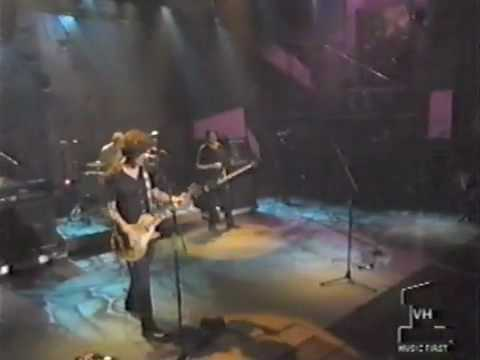 """Better Than Ezra Performs """"Desperately Wanting"""" on Hard Rock Live"""