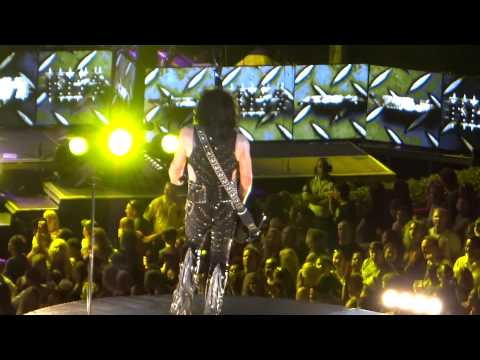 KISS - Love Gun (Irvine Meadows Amphitheatre, Los Angeles 14th August 2012)
