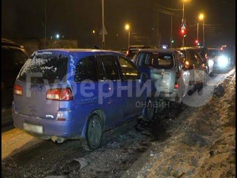 Пьяная автолюбительница с детьми разбила три чужие иномарки в Хабаровске. Mestoprotv