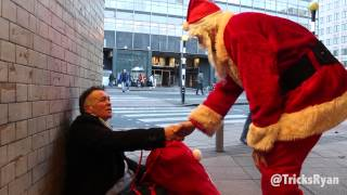 Magician dresses up as Santa to Surprise the Homeless This Christmas.