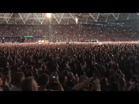 Guns and Roses Paradise City live in London 2017