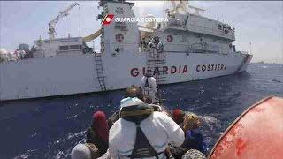 Guarda Costeira italiana resgata mais de 2 mil imigrantes em apenas 24h