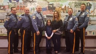 8-Year-Old Girl Buys Cop Dinner After Her Dad Died In Line Of Duty