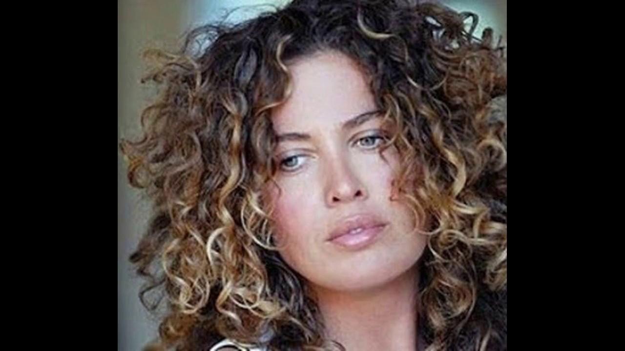 curly hair highlight ideas