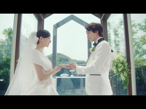 新田真剣佑、吉川愛との結婚式でタキシード姿披露 『マイナビウエディング』新CM「ふたりの反省会」篇