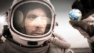 【穷电影】宇航员在神秘星球,发现一颗玻璃球,拿起一看里面竟是地球
