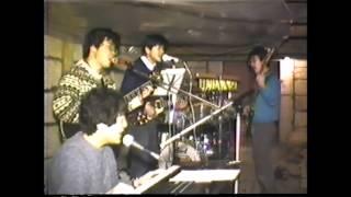 1984年ごろの映像です。武道館ライブの映像を何度も見て、なるべくライ...
