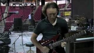 "Mike Einziger of Incubus Gives ""Adolescents"" Guitar Tutorial"