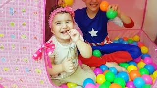 Celina and Hasouna play with balls - العاب اطفال  مع سيلينا وحسونة